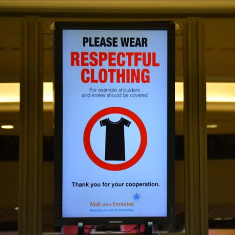 Panneau wear respectful clothing